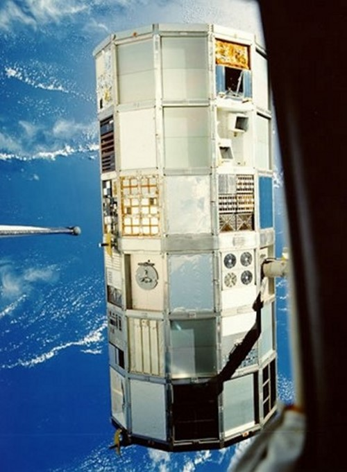 Space Debris 07 Space Junk landing on Earth and in orbit