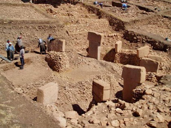 http://thelivingmoon.com/43ancients/04images/Turkey/Gobekli/gobekli_tepe02_08.jpg