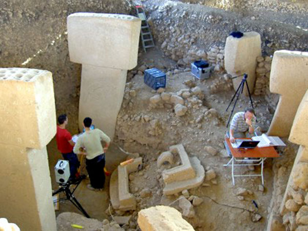 http://thelivingmoon.com/43ancients/04images/Turkey/Gobekli/gobekli_tepe02_09.jpg